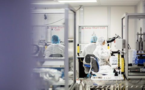 Medical Device Development Companies - lab technicians in medical manufacturing lab